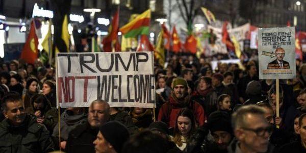 protestsagainsttrumpinswitzerelandworldeconomicforum