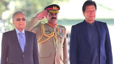 mahathir-Mohammad-in-pakistan-guard-of-honour